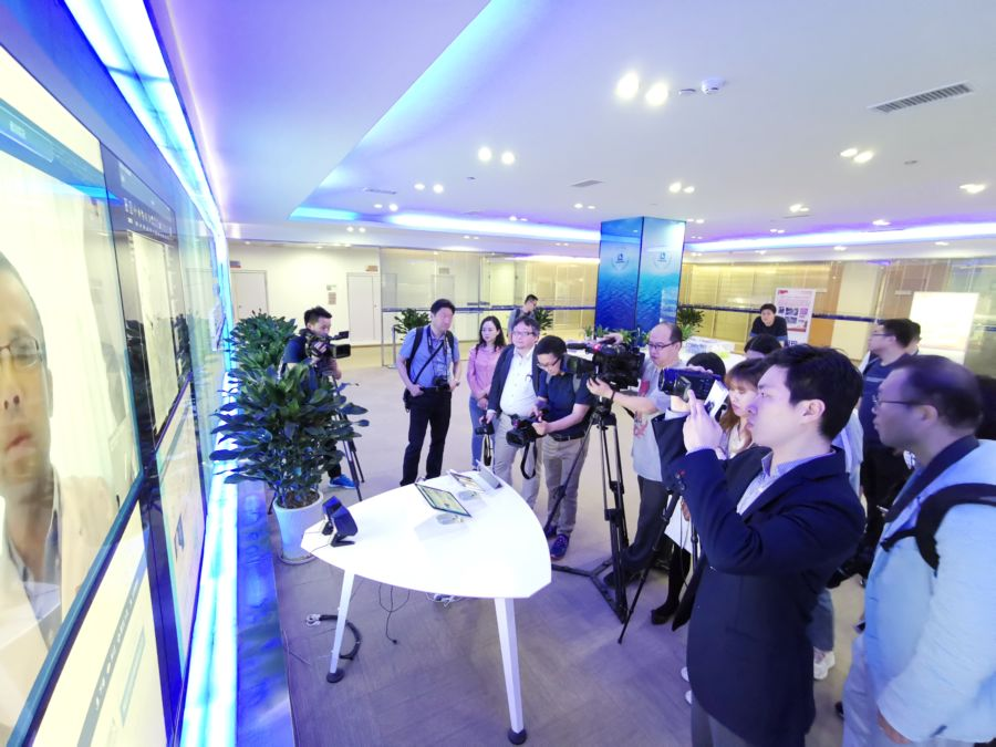 外媒记者考察贵州大数据发展 亲身体验智慧医疗