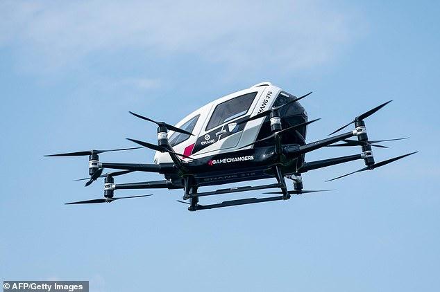 腾讯领投的德国载人喷气式飞行出租车试飞成功