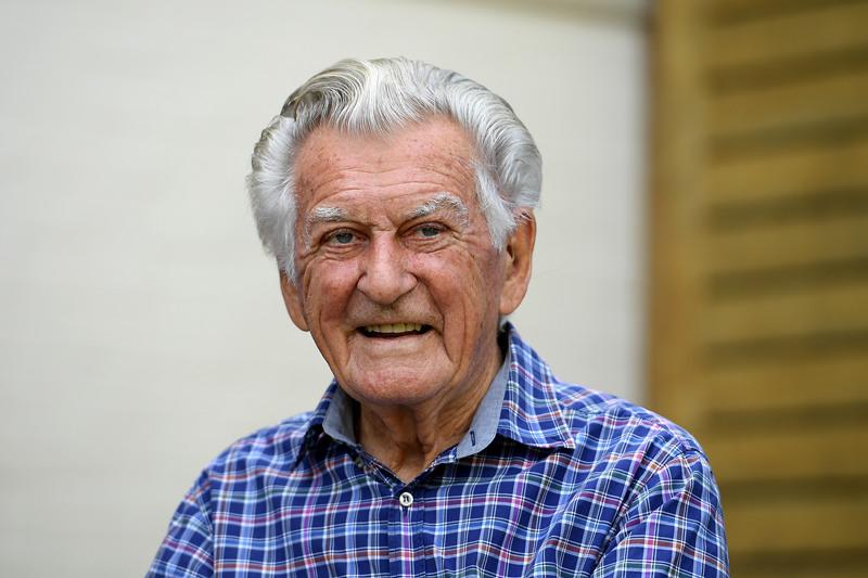 澳大利亚前总理霍克日前逝世 外交部:深切哀悼