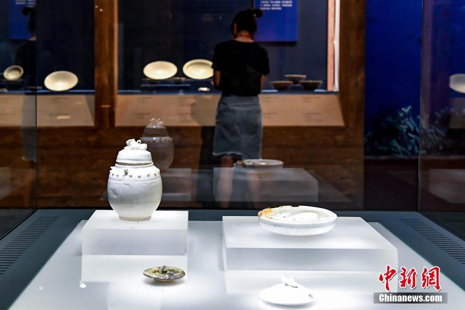 """""""南海I号""""沉船文物亮相广东省博物馆"""