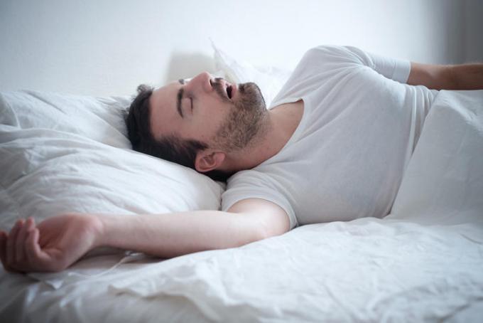 爱打呼噜需注意!瑞典研究称长期打鼾可诱发多种疾病