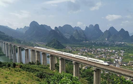#发现最美铁路·纵览壮美广西#寰方平:建设交通强国 同筑复兴梦想