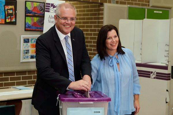 澳大利亚总理莫里森偕夫人参加大选投票