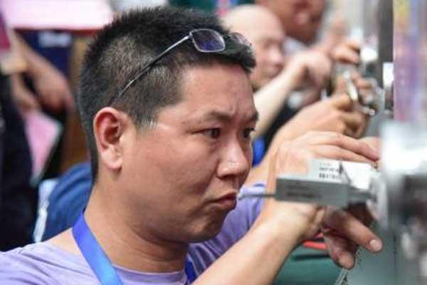 锁王争霸赛在广西举办 选手10分钟内开4把锁