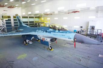"""F-16大變身:美國空軍版""""蘇-57""""戰斗機亮相"""
