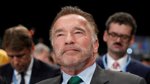 """71岁也是""""硬汉""""!施瓦辛格出席活动被人从背后飞踹,身体无碍"""