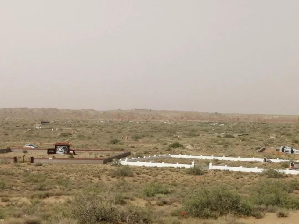 惊!内蒙古一处荒山暗藏豪华墓葬群