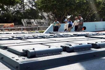 外國網友登我新銳戰艦參觀 零距離接觸垂發艦炮