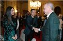 厄齐尔带未婚妻与土耳其总统共进晚餐 下月请他证婚