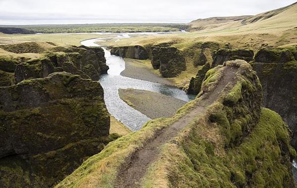 贾斯汀•比伯粉丝太狂热致冰岛一峡谷被迫关闭