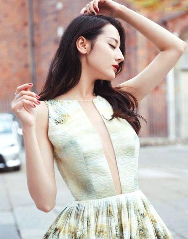 热巴自认腰太粗不穿旗袍,被导演强制要求,穿上之后美到没话说!