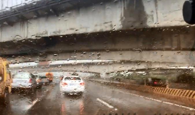 台中部暴雨致高速公路事故频发 一伤者已送医