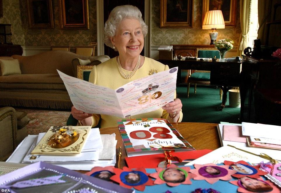 涨粉太慢?英女王招聘社交媒体运营人员 年薪超
