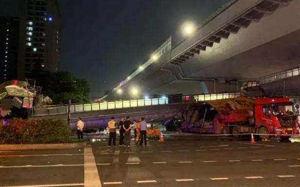 刚刚,杭州公安公布撞塌天桥大货车调查结果:隐瞒超限事实