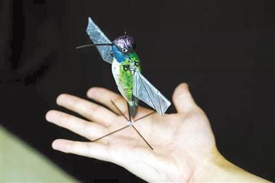 自动躲避障碍物 微型蜂鸟机器人靠AI算法飞行