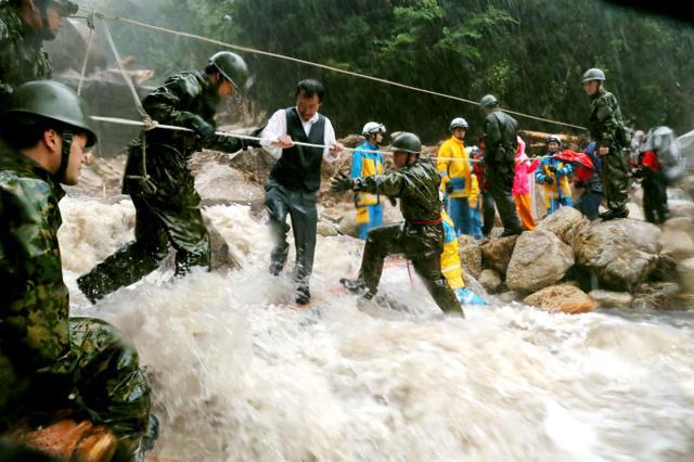 当心泥石流!日本九州迎暴雨 数千户居民收避难指示
