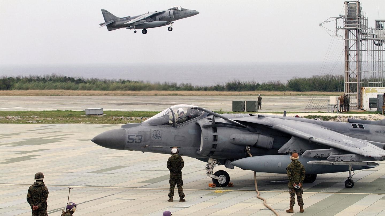 美軍一架垂直起降戰斗機突發墜機 掉進樹林里