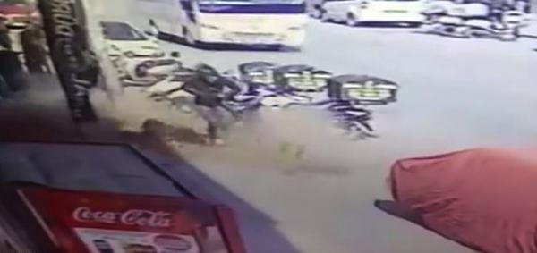 土耳其一女孩街头被高空掉落砖头砸中幸好无恙