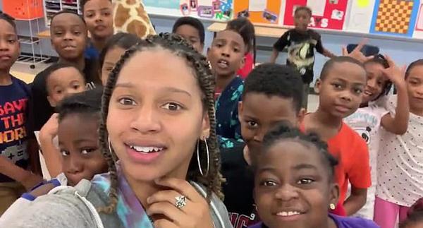 有才!美国小学女教师改编说唱歌曲帮学生减压
