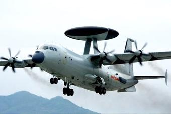 南海艦隊公開空警500預警機出擊畫面