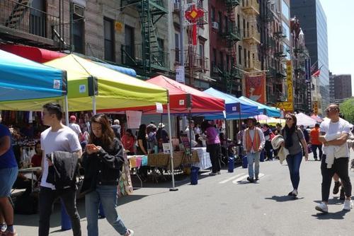 中国侨网纽约60多个组织参加活动,为民众提供各式各样的信息。(美国《世界日报》/金春香 摄)