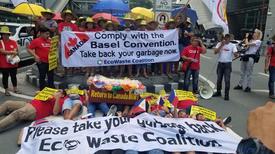 今天,加拿大驻菲律宾大使馆被这群人