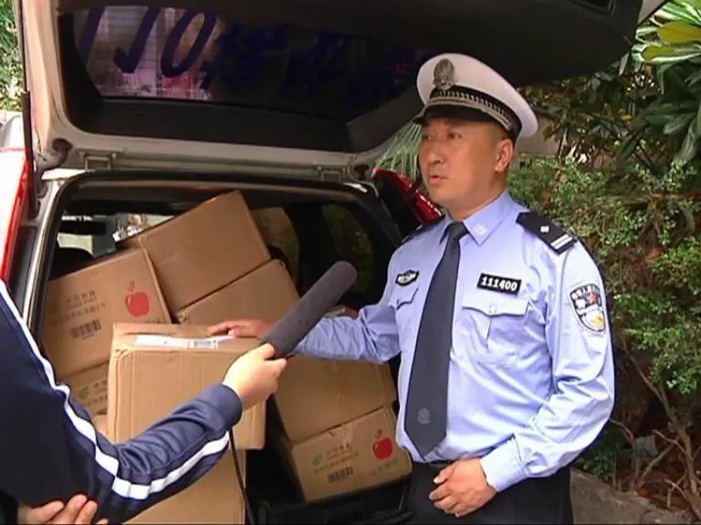 女司机跨省送来10箱大礼,这群交警通通收下!网友却怒赞
