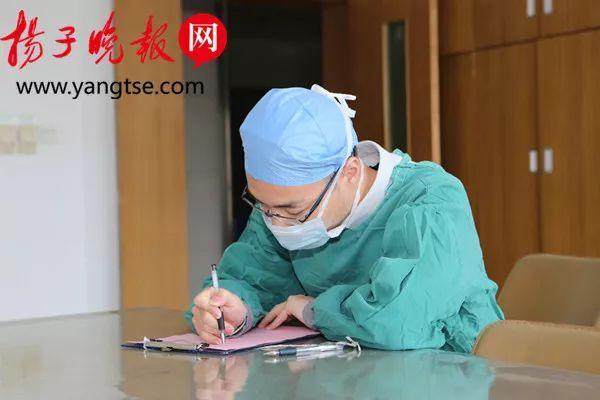 躺在手术台上她收到了表白信,她本人、医生护士哭成一片