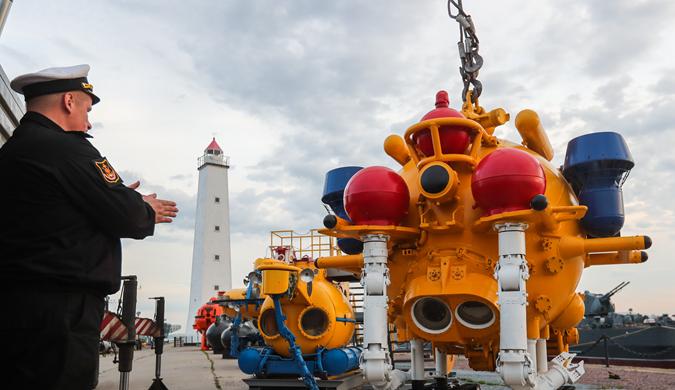 俄罗斯展出用于深海探测的水下机器人