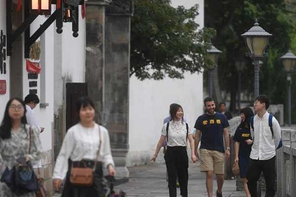 """浙江湖州:江南老街""""变身""""现代城市空间"""