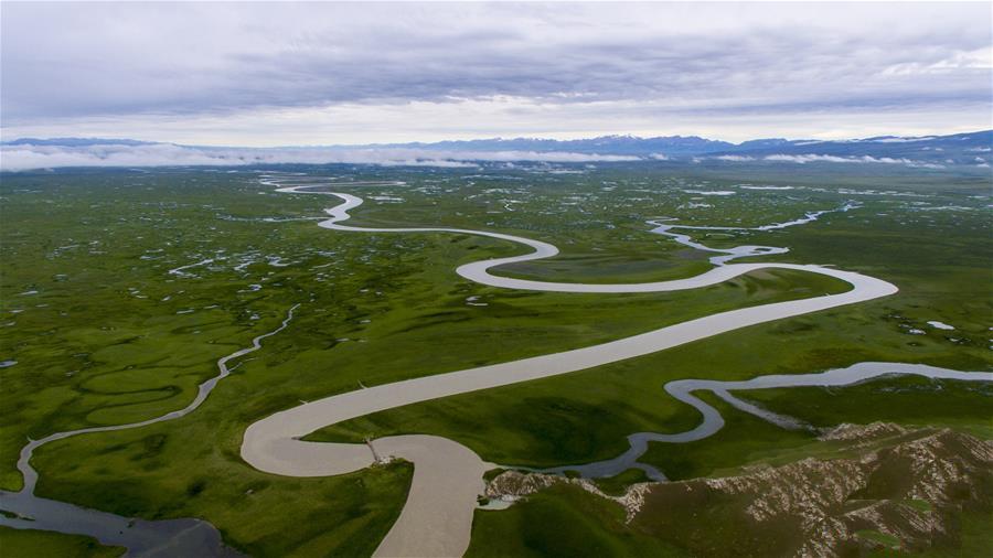 新疆旅游行业协会签订旅游扶贫责任书
