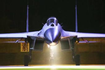 南部战区海航歼-11B重型战斗机夜间出击