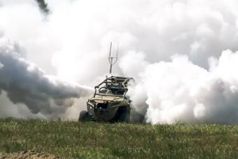 太仙了!美軍展示奇葩戰車 開起來白茫茫一片
