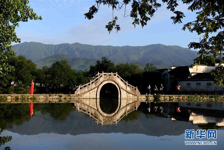 安徽黟县宏村风景区:美如画卷,景色迷人