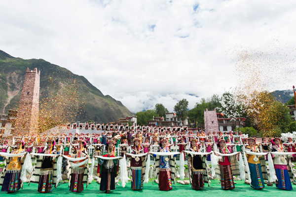 """四川甘孜:""""美人谷""""丹巴县旅游业跨越发展之路"""