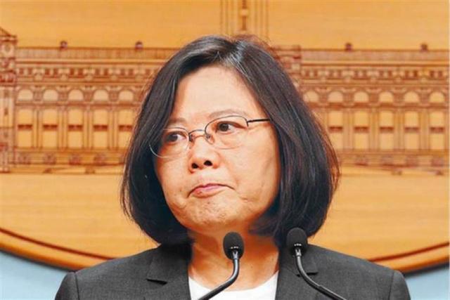 蔡英文吹政绩遭绿营民调打脸:55.5%不挺她连任