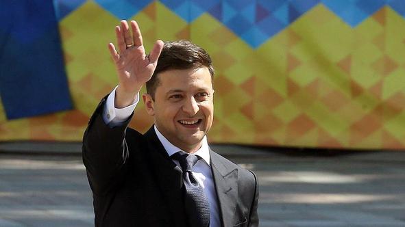 乌克兰总统提议全民公投 解决与俄和平对话问题