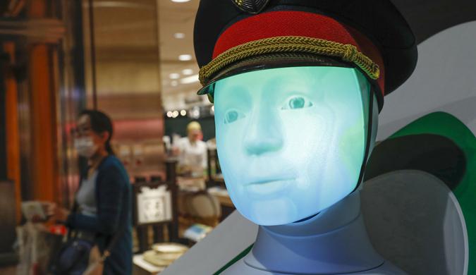 """日本东京站现机器人""""向导"""":为游客答疑解惑"""
