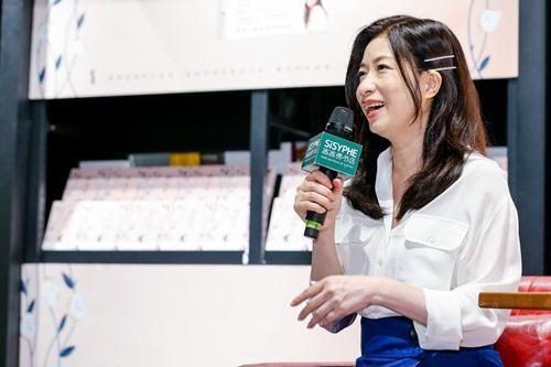 张小娴:自己有房子有面包,对爱情就能有更高要求