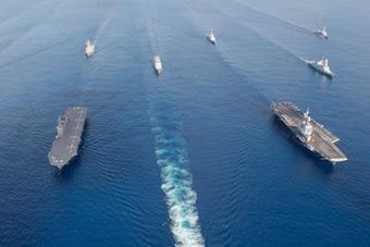 日本法国组成双航母编队在印度洋大搞军演