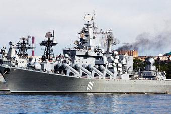 俄太平洋舰队庆祝成立288周年 大量古董舰艇亮相