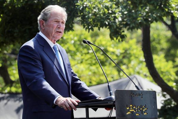 韩国举行卢武铉逝世十周年追悼仪式 美前总统小布什出席