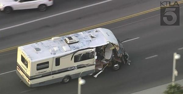洛杉矶上演偷车女高速逃亡 狂撞6车终被抓获