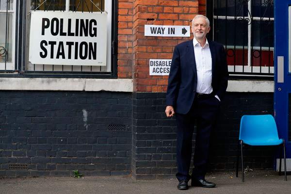 欧洲议会选举拉开帷幕 英国工党党魁科尔宾参加投票