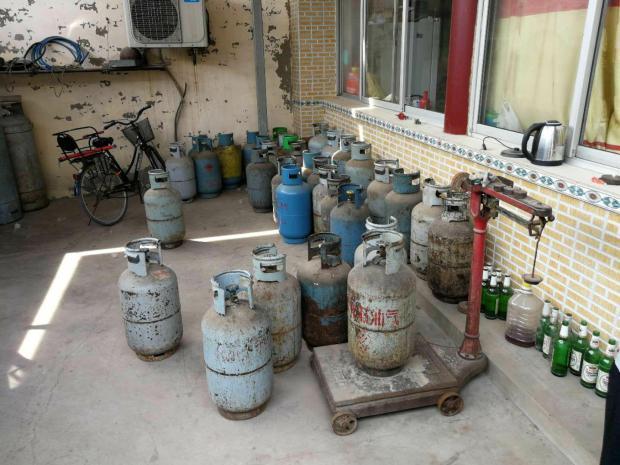 真悬!60余个液化气罐藏身农家院