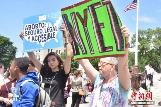 抗议升级!美20多州县发起诉讼阻止堕胎禁令生效