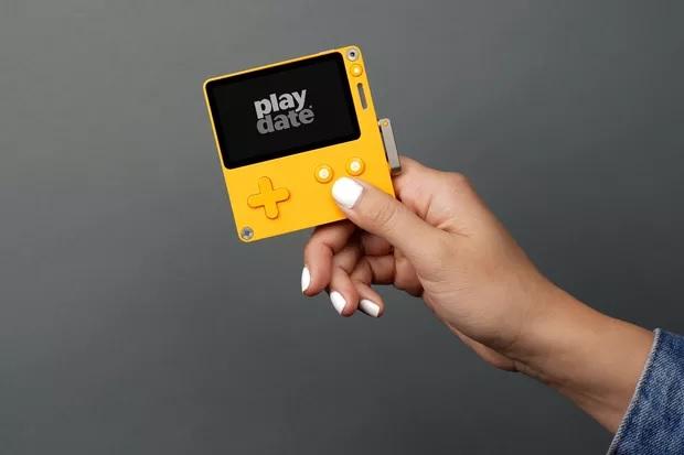 Panic推出玩法迥异的Playdate掌上游戏机
