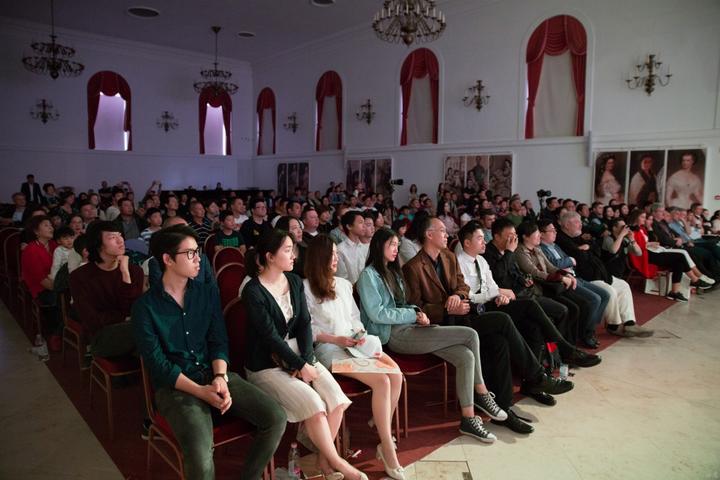 中国艺术团组首次走进格德勒宫举办庆祝中匈建交七十周年文化交流活动