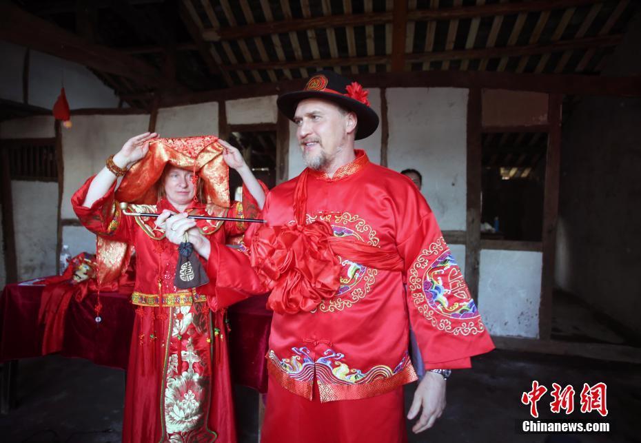 俄罗斯媒体代表体验川东婚俗
