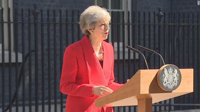 """梅首相因""""无牌""""可打而辞职 继任者同样面临两难处境"""
